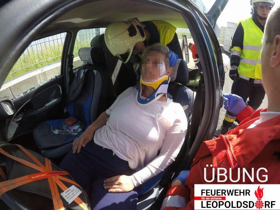 Ich werde Feuerwehrmitglied! (3)Nachdem Block B folgt die Unterweisung in lebensrettenden Sofortmaßnahmen (Block C). Diese Unterweisung ist bei einer Rettungsorganisation im Umfang von mindestens 6 Stunden zu absolvieren.#112live #leopoldsdorf112 #ausbildung