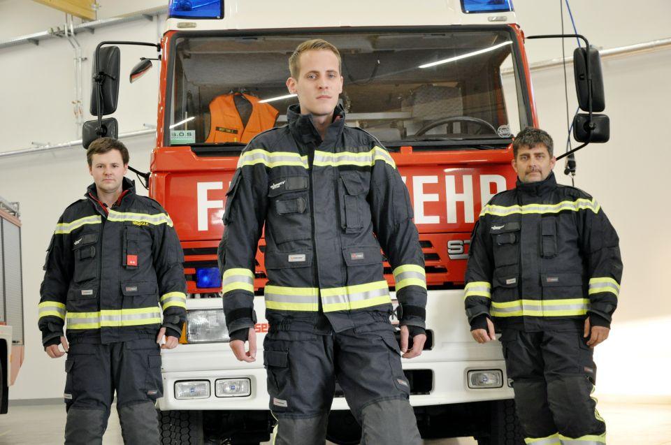 Unsere neuen Einsatzuniformen sind nicht nur funktional sondern sehen auch gut aus. Bei Interesse hätten wir auch eine Uniform für dich! ;-)#112live #leopoldsdorf112
