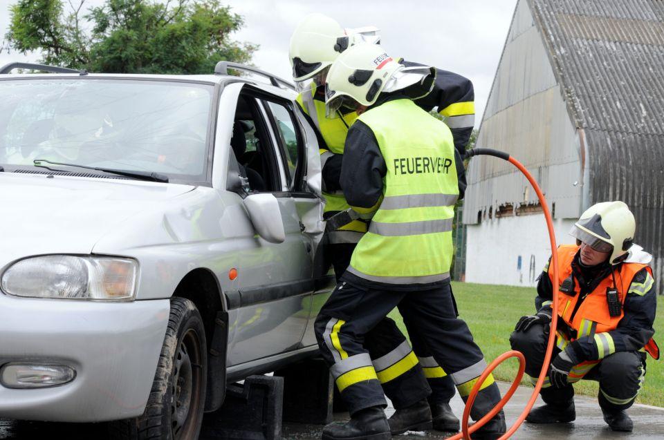 """Ich werde Feuerwehrmitglied! (2/1)Nach dem """"Feuerwehr Basiswissen"""" folgt Block B der Ausbildung. Diese findet """"feuerwehrübergreifend"""" in der Ausbildungsgemeinschaft in unserem Feuerwehrabschnitt statt.#112live #leopoldsdorf112 #ausbildung"""