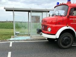 Technische Hilfeleistung: Glasbruch bei einer Busstation