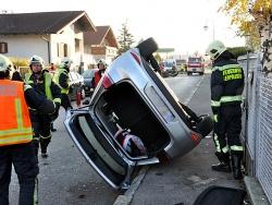 Menschenrettung aus einen PKW nach einem Verkehrsunfall